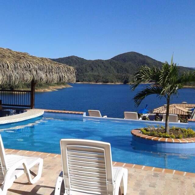 Fincas y hoteles internacional for Hoteles en jaen con piscina
